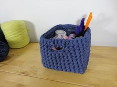 Safety - organizer made with crochet XL and trapillo Diy Tricot Crochet, Diy Crochet Basket, Crochet Bowl, Crochet Cross, Love Crochet, Vintage Crochet, Crochet Yarn, Cotton Cord, Crochet Decoration