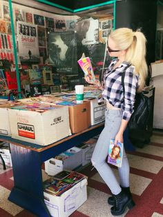Dove Cameron checking out my life! Chloe, Dove Cameron Style, Looks Style, My Style, Luanna, Tumblr Girls, Meeting New People, Autumn Fashion, Cute Outfits