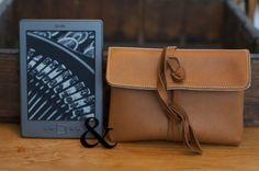 Leder Einband für Kindle - RUNDUMADUM von filzstueck auf DaWanda.com   #AmazonKindle #KindlePaperwhite #KindleVoyage #PaperwhiteTasche #VoyageTasche #PaperwhiteHülle #VoyageHülle