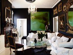 Salotto di lusso, stile molto particolare - pareti neri e dipinti in chiaroscuro