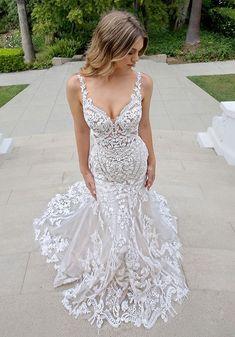 Wedding Dress Pictures, Best Wedding Dresses, Bridal Dresses, Wedding Gowns, Wedding Cakes, Tulle Wedding, Beaded Wedding Dresses, Wedding Photos, Most Beautiful Wedding Dresses