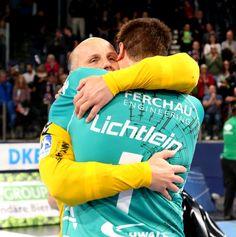 (Foto: #HJKrieg, #hlstudios, #Erlangen): HC-Torwart Gorazd Skof und Carsten Lichtlein #VfLGummersbach: Wir haben heute zwei exzellente Torhüter gesehen @erlangen_de #hcerlangen