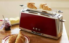 Der Russell Hobbs Langschlitz-Toaster Luna Solar Red 23250-56 hat eine Leistung von 1.420 Watt.  Ausgestattet mit der Schnell-Toast-Technologie ist der Toast besonders schnell zubereitet. Die integrierte Lift and Look-Funktion erlaubt zudem ein Anschauen des Toastes während des Röstens, ohne den Vorgang zu unterbrechen.