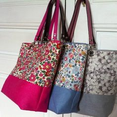 A little color in this cold winter Patchwork Bags, Quilted Bag, Sacs Tote Bags, Homemade Bags, Lace Bag, Diy Sac, Potli Bags, Couture Sewing, Denim Bag