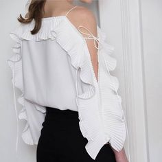 Blouses for women – Lady Dress Designs Blouse Styles, Blouse Designs, Fashion Details, Fashion Design, Fashion Trends, Sleeves Designs For Dresses, Vetement Fashion, Couture, Blouses For Women