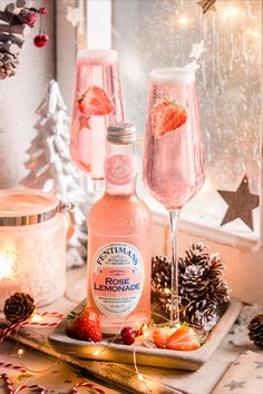 Prosecco, top with Rose Lemonade and garnish with sliced strawberries. Christmas Cocktails, Summer Cocktails, Cocktail Drinks, Gin Drink Recipes, Yummy Drinks, Rose Drink, Fentimans, Rose Lemonade, Amazing Wedding Cakes