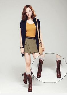 Palm red boots, revealing a quantity of socks, a perfect transition, image of carefree, short skirt collocation bright yellow shirt and dark blue waistcoat, collocation meat yellow bag, retro shoes, clean clothing fluently, remove the impetuous youth, infiltration of more mature and sedate breath.