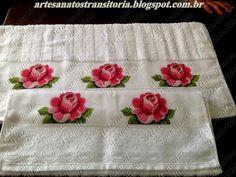 Ponto cruz rosas em jogo de toalhas