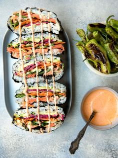 Sushi Sandwich, Rice Sandwich Recipe, Sushi Rolls, Smoked Salmon Sushi, Food Truck, Burritos, Sushi Rice Recipes, Sushi Burrito, Healthy Sushi