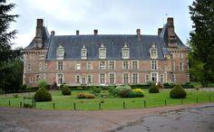 Saint-Amand-en-Puisaye (Nièvre) - Le château   Flickr : partage de photos !