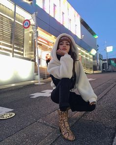 -This is a perfect everyday look✨ Lily Maymac, Stylish Outfits, Fashion Outfits, Ladies Fashion, Insta Photo Ideas, Girl Photography, Aesthetic Clothes, Korean Fashion, Winter Outfits