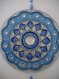 Resultado de imagen para mandalas con cd Mandala Painting, Dot Painting, Mandala Art, Old Cd Crafts, Arts And Crafts, Cd Recycle, Recycled Cds, Cd Diy, Mosaic Patterns