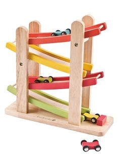 EverEarth Car Ramp Racer Award-winning Ramp Racer keeps your child's attention; helps build concentration, hand-eye coordination and understanding of how parts link together.  Outer Dimensions L: 44.00cm W: 27.00cm H: 30.50cm  Age: 3+