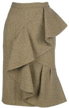 Hummmm is that a frill sewn atop a straight skirt, or is it actually separate pieces. Would be fun to play with both ideas BURBERRY PRORSUM Ruffle Wool Skirt Burberry Prorsum, Cocktail Vestidos, Types Of Skirts, Blouse And Skirt, Clothing Hacks, Wool Skirts, Mode Inspiration, Mode Style, Skirt Outfits