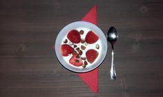 #yogurt natural con fresas y almendras