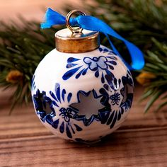 Beautiful hand-painted Delft Christmas Ornament