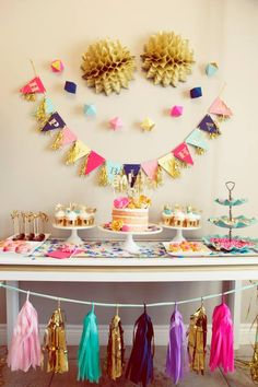 GLITZ AND GLAMOUR PARTY #glitter #glamourous #partyideas #desserttable #girlspartideas