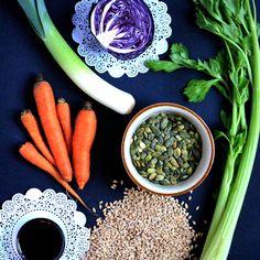 Farro monococco con cappuccio viola, sciroppo di melograno e semi di zucca tostati