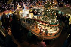 lionel christmas train layout | Lionel Train Grand Central Station Show | Flickr - Photo Sharing!