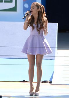 Ariana Grande I LOVE her style and her Ariana Grande Fotos, Concert Ariana Grande, Ariana Grande Cute, Ariana Grande Outfits Casual, Nickelodeon Victorious, Adriana Grande, Cat Valentine, Mode Style, Belle Photo