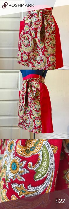 """❤️Vintage Apron❤️ This one is a lovely 1950s handmade Apron with pocket in excellent vintage condition! 21"""" w x 19"""" L. Wide ties are each 26"""" long. A lovely addition to any kitchen! Vintage Accessories"""