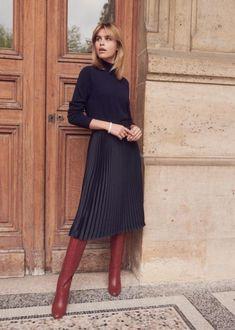 All black + cognac boots Black Pleated Midi Skirt, Midi Skirt Casual, Midi Skirt Outfit, Satin Skirt, Skirt Outfits, Winter Outfits With Skirts, Winter Skirt Outfit, Modest Winter Outfits, Winter Outfits 2017
