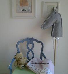 bicho feo - copertina in pile con bordo e applicazione - cavallo in panno di lana. http://elbichofeo.blogspot.com https://www.facebook.com/Bicho-feo-382736388432736/?ref=hl