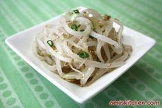 Mung Bean Sprout NaMul – Aeri's Kitchen Bean Sprout Salad, Bean Sprouts, Korean Recipes, Korean Food, Korean Side Dishes, Asian Cooking, Menu, Vegetable Dishes, Dessert