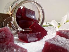 Se avete dei bimbi in casa, dovete assolutamente fare queste caramelle gelée al succo di uva. Irresistibili da mordere, con il sapore della frutta e la loro inconfondibile morbidezza,