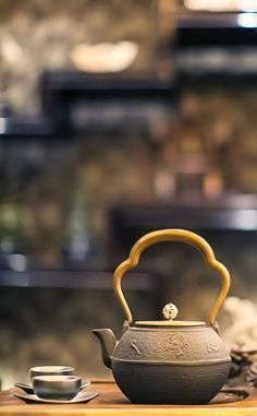 Cast-iron tea pot and cups. | Few things are more soothing than a relaxing cup of tea.: