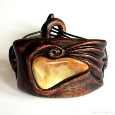Hand carved wooden jewelry with natural baltic amber:  https://www.majzner.eu/en/bracelets/1422-bracelet-215.html