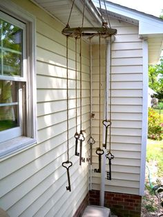 Tinker the wind chime - 59 DIY ideas with simple materials - wind chimes tinker old keys - Old Key Crafts, Skeleton Key Crafts, Diy And Crafts, Skeleton Keys, Carillons Diy, Easy Diy, Make Wind Chimes, Key Projects, Old Keys