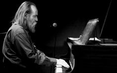 World's fastest piano player. Ukrainian Lubomyr Melnyk claims that he plays 19.5 piano notes on each hand, every second! #music #artist #bio