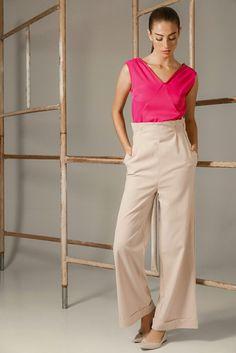 Temperaturas mudando e o look também. Inverno pode ter rosa sim. Contato 51 98085885. #juliannafraccaro #inverno2016 #fashion #modabrasileira #feitonobrasil #ropadediseño #alfaiataria #look_jln #modafeminina #easychic