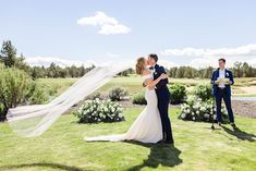 Bend Oregon Wedding | Pronghorn Resort Wedding in Bend, OR | Weddings from Palm Springs to San Francisco and beyond. Get all the inspo for your wedding photos ✨ #BendWedding #OregonWeddingPhotographer #PronghornWedding Source: Cheers Babe Photo | Los Angeles Flora Bridal, Candid Wedding Photos, Wedding Ceremony Backdrop, Photo Booth Backdrop, Classic Beauty, Arches, Palm Springs, Cheers, Oregon