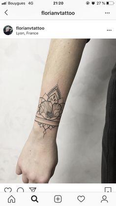 Henna Tattoo Wrist, Arm Cuff Tattoo, Hair Tattoos, Leg Tattoos, Body Art Tattoos, Tatoos, Lioness Tattoo, Trendy Tattoos, Tattoo Inspiration