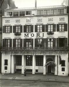 bleeker street nyc 1935 : berenice abbott