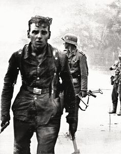 German soldiers after a street fight in Novorossiysk, 1943