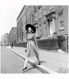 Nina Leen, 414-Fashion Washington Sq 1940′