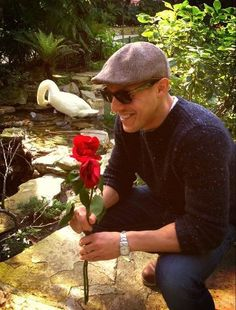 I wish he would give that rose to me *sigh* <3