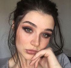 Black Hair Green Eyes Girl, Green Hair, Fresh Makeup, Simple Eye Makeup, Beauty Makeup, Hair Makeup, Hair Beauty, Michelle Alves, Cute Girl Face