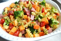 Summer Pasta Salad - this stuff is so easy to make and is delicious! | stuckonsweet.com