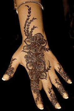This Pin was discovered by Mehandi Design's. Discover (and save!) your own Pins on Pinterest. | See more about indian wedding henna, wedding henna and mehndi designs.