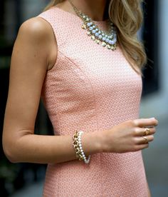 The Classy Cubicle: Classic Spring Sheath love the dress and that lilac colored necklace -- Brooks Brothers Look Fashion, Fashion Beauty, Womens Fashion, Nyc Fashion, Fashion Trends, Vestidos Chiffon, Pretty Outfits, Cute Outfits, Classy Cubicle