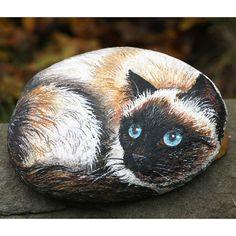 pietra+di+fiume+dipinta+con+colori+acrilici+raffigurante+un+gatto+siamese,+by+creo.sostenibile,+23,00+€+su+misshobby.com