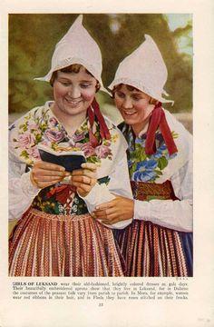 1940's image of girls in folk dress from Leksand, Dalarna, Sweden