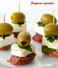 Great for tapas. and I need ideas for tapas. Bite Size Appetizers, Finger Food Appetizers, Yummy Appetizers, Appetizers For Party, Appetizer Recipes, Snack Recipes, Cooking Recipes, Appetizer Ideas, Appetizer Skewers