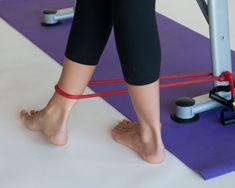 Starke Knöchel können zu einer besseren Balance und Leistung führen und die Wahrscheinlichkeit von Verletzungen reduzieren. Dieser Artikel zeigt dir ein paar Möglichkeiten, wie du deine Knöchel stärken kannst. Während du z.B. auf einem Tisc...