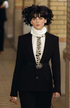 Chanel at Couture Fall 2001 - Runway Photos