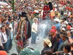 Santiago Atitlan - Ritual fighting between Jesus and Maximon in Easter Procession - Semana Santa - Ceremonies - Maya Expeditions
